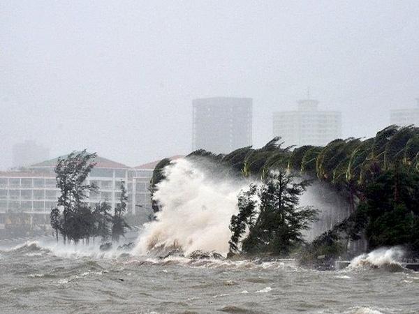 Cơn bão số 3 đổ bộ vào đất liền