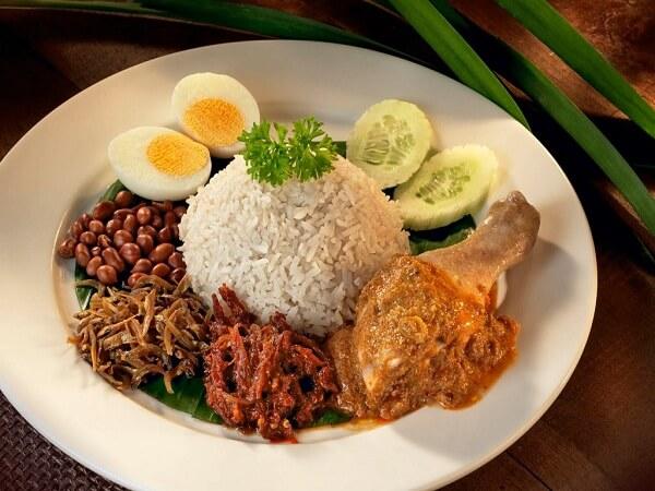 Nasi lemak đặc sản malaysia