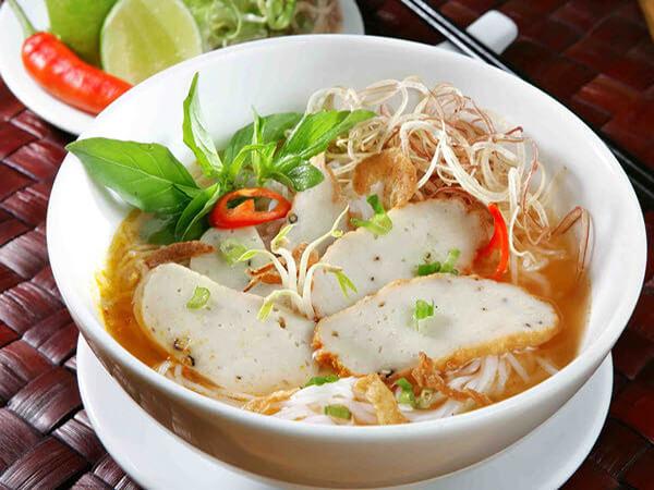 Bánh canh chả cá, đặc sản Bình Thuận