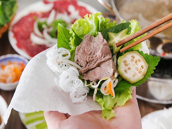 Bánh tráng phơi sương cuốn thịt, đặc sản Tây Ninh