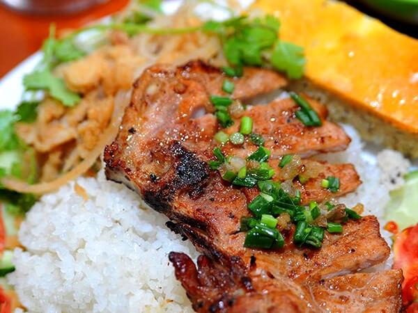 Cơm tấm chả sườn bì, đặc sản Sài Gòn