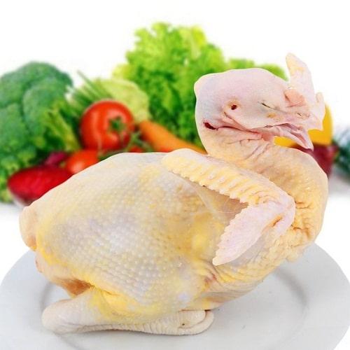 chọn thịt gà có màu vàng tự nhiên thịt săn chắc
