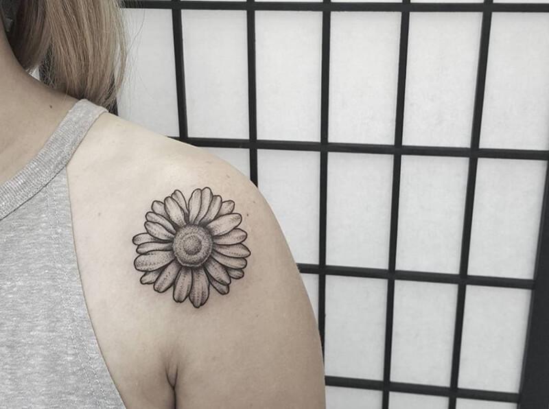 Ý nghĩa hình xăm hoa hướng dươngtrên vai