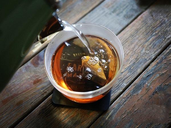 pha trà làm trà sữa dừa