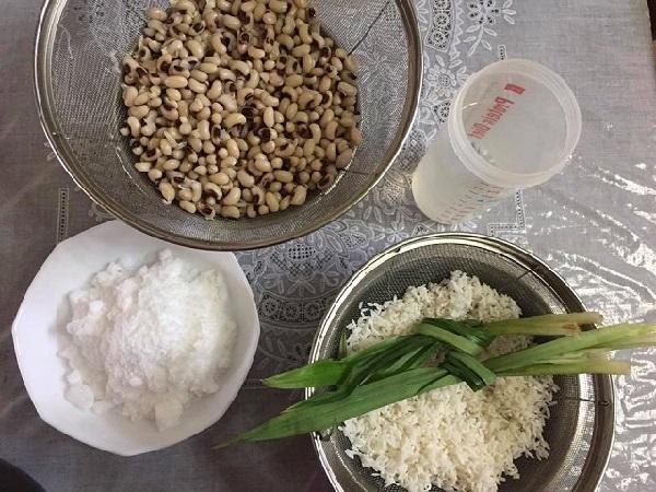 chuẩn bị sẵn các nguyên liệu trước khi nấu chè