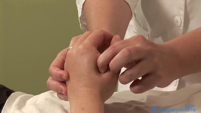 Ấn huyệt là phương pháp tiện lợi mà ai cũng áp dụng được