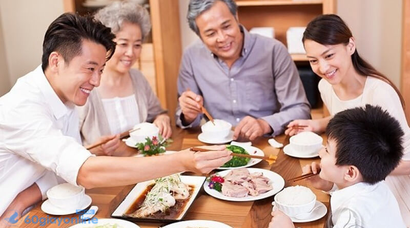 Đơn giản nhưng ấm cúm, bữa ăn gia đình là tất cả những gì mà bố của bạn cần.