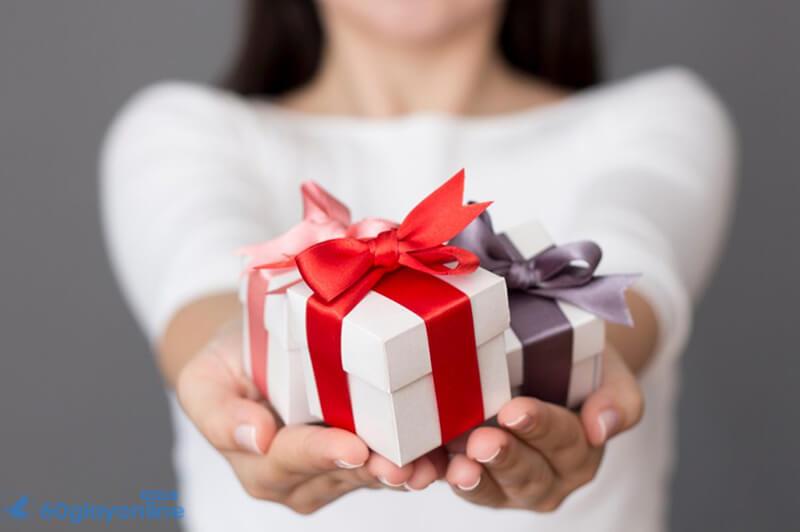 Món quà chính là vật minh chứng cho tình yêu của đôi lứa