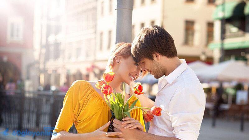 1 bó hoa luôn là món quà chiếm được tình cảm bạn gái nhất