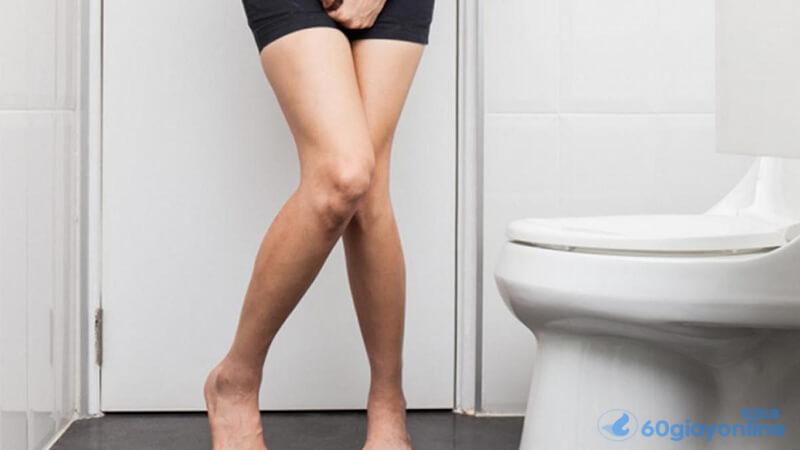 Nếu bị sỏi thận các bạn sẽ cảm thấy cần phải đi tiểu nhiều lần trong một ngày.