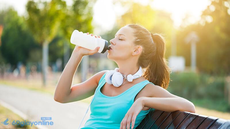 Uống ít nước là nguyên nhân chính nhiều người mắc phải