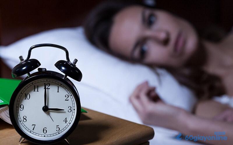 Thức khuya gây nhiều căn bệnh, trong đó có sỏi thận